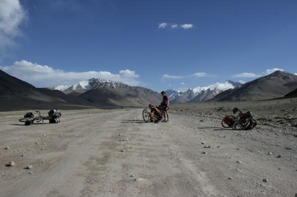 Mid-road repairs after Ak Abaital